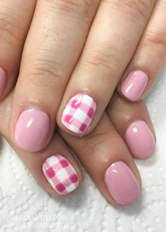 Gingham Nails Design using gel polish summer and spring nails #springnails #naildesigns #nailswag