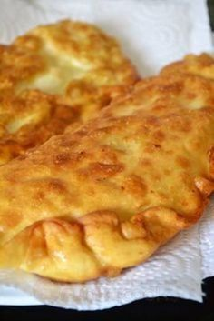Τραβηχτές ή Μανιάτικες πίτες Savory Snacks, Snack Recipes, Baking Recipes, Cyprus Food, Bread Shaping, Greek Cooking, Savoury Baking, Fat Foods, Appetisers