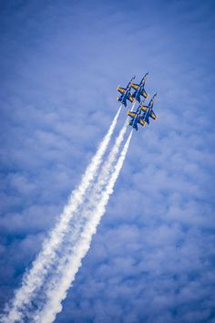 Participate in the Airplanes Photo Contest for a chance to win prizes and give exposure to your photography. Join over 300 photo contests per year and browse a huge selection of photos. Blue Angels Air Show, Us Navy Blue Angels, Airplane Fighter, Fighter Aircraft, Military Jets, Military Aircraft, Air Fighter, Fighter Jets, Cool Pictures