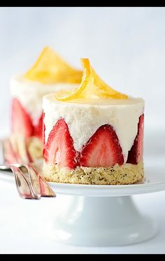 Petit for Me: a little cheesecake with straight up strawberries.