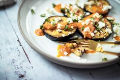 Easy Summer Lunch: Grilled Eggplant with Tomato Sauce, Basil and Feta Cheese - Oh La Latkes Lunch Recipes, Real Food Recipes, Keto Recipes, Grilled Eggplant, Low Carb Lunch, Eggplant Recipes, Keto Dinner, Keto Snacks, Recipe Of The Day