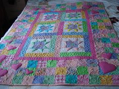 The Nifty Stitcher: Stars and Scattered Hearts Quilt