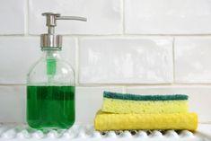 Κάθε πότε πρέπει να αλλάζεις το σφουγγάρι της κουζίνας σου; - madameginger.com Soap Dispenser, Cleaning, Bottle, Soap Dispenser Pump, Flask, Home Cleaning, Jars