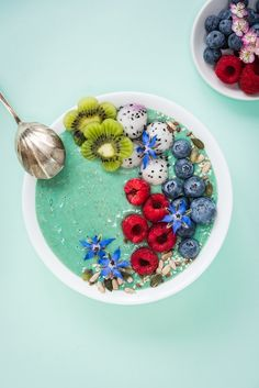 This mermaid smoothie bowl recipe is almost too pretty to eat!