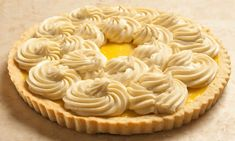 Pastry cream is one of the components of desserts that no pastry kitchen should ever be without. It can fill cakes, eclairs and napoleons. Dessert Simple, Pudding Desserts, Easy Desserts, Dessert Sauces, Dessert Recipes, Dessert Ideas, Cake Fillings, Cake Toppings, Pastry Shop