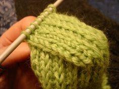 Olen kuullut, että toiset pähkäilevät villasukkien kantapäiden kanssa. Työkaverini heittikin, jos lisäisin tänne ohjeen siitä, miten se teh... Knitted Hats, Arts And Crafts, Felt, Knitting, Crochet, Diy, Fashion, Knit Hats, Crochet Hooks