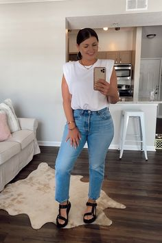 Cute Summer Outfits, Spring Outfits, Ropa Semi Formal, Sandals Outfit Summer, Photographer Outfit, Look Jean, Girl Fashion, Fashion Outfits, Looks Plus Size