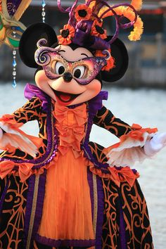 "100910 Tokyo DisneySea ""Mousequerade Dance"" | Flickr - Photo Sharing! Tokyo Disney Sea, Tokyo Disneyland, Disney Land, Disney World Halloween, Mickey Mouse Images, Mini Mouse, Disney Costumes, Disney Quotes, Disney Wallpaper"