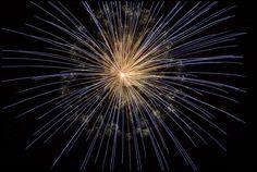 Illegaal vuurwerk wordtvaak in massa's geproduceerd en weinig gecontroleerd, zodat de risico's groter zijn bij het gebruik hiervan. Ook onder jongeren is dit populair, die deze dan gaan