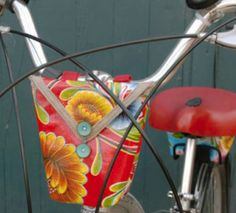 Cute little oilcloth handlebar bag for the bike. Although I'm a little intimidated by oilcloth...