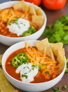 This Slow Cooker Chicken Tortilla Soup is only 5 minutes of prep and at just 300 calories a bowl, it& such a delicious and healthy dinner! You will want to make this chicken tortilla soup recipe over and over! Crock Pot Soup, Slow Cooker Soup, Slow Cooker Chicken, Healthy Chicken Tortilla Soup, Chicken Taco Soup, Healthy Soup, Soup Recipes, Salad Recipes, Recipies
