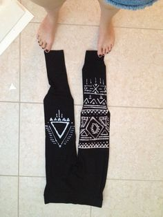 Bleach an Aztec design on black leggings Use a Clorox bleach pen, the smaller tip.  Put cardboard in between the legs so the bleach doesn't bleed through.  Let it lay flat for 6-10 hours. The bleach should get dry and flaky so you can wash it off.  Hand wash it in either cold or warm water, be sure to get all the bleach that dried off the leggings