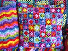 Πλέκω από την αρχή: μαξιλάρι granny square   Πώς θα σας φαινόταν να εί...