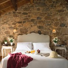 Agriturismo A Casa da Torre Branca Dream Bedroom, Home Bedroom, Bedroom Wall, Bedroom Furniture, Spanish Home Decor, Linen Bedroom, Room Additions, Interior Decorating, Interior Design