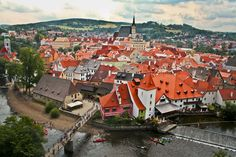 Cesky Krumlov historical town, Czech Republic  (you have to enlarge these castle pictures - amaaaazing!!!)