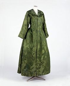example of a banyan or nightgown for a woman. In the 1650s, the introduction of the Japanese kimono to Western society by the Dutch East India Company started a fashion for these simple loose garments. While it was difficult to import traditional kimonos from Japan, English tailors were soon making them up in the most fashionable silks. It would have been worn over stays and petticoats in the privacy of home.