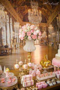 Pink + Gold Princess themed birthday party - love the ballroom backdrop mural! Princess Theme, Princess Birthday, Girl Birthday, Princess Cupcakes, Real Princess, Pink Und Gold, Rose Gold, Bar A Bonbon, Gold Baby Showers