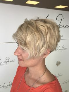 [New] The 10 Best Hairstyle Ideas Today (with Pictures) - What is done in love Is done well www. Milkshake Hair Products, Cool Hairstyles, Hairstyle Ideas, Short Curly Hair, Short Hair Cuts, Haircuts, Blonde Hair, Hair Color, Wave Hair