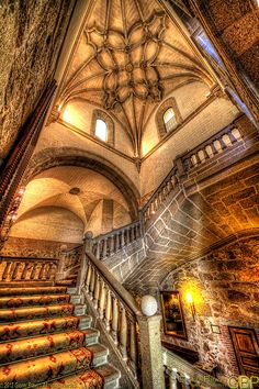 El Parador,Plasencia,Spain I just want this to be my entry hall! Beautiful Architecture, Beautiful Buildings, Art And Architecture, Architecture Details, Victorian Architecture, Places Around The World, The Places Youll Go, Around The Worlds, Portugal