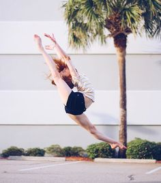 Anna Mcnulty discovered by Sephora on We Heart It Gymnastics Moves, Gymnastics Problems, Gymnastics Videos, Acrobatic Gymnastics, Gymnastics Pictures, Dance Pictures, Olympic Gymnastics, Poses Gimnásticas, Dance Poses