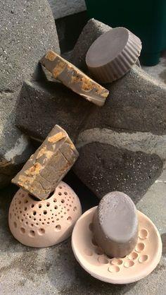 jabones de chocolate y cafe y jaboneras de ceramica
