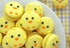 macarons motif poussin de paques, dessert de paques facile à faire pour le menu de paques