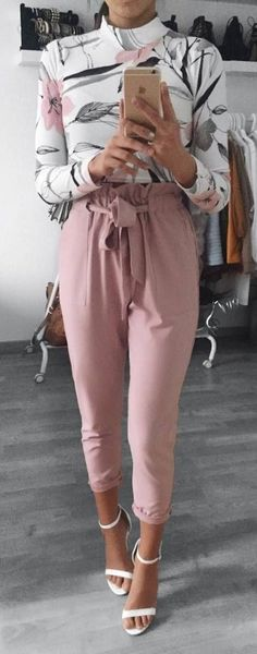 beautiful outfit floral shirt + blush pants + heels | pinterest/suviiit