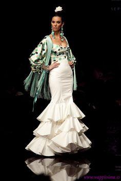 Wappíssima - Simof 2011 - Cristo Báñez - Colección: Mía Flamenco Costume, Flamenco Dancers, Tall Girl Fashion, Dance Fashion, Flamenco Wedding, Spanish Dress, Spain Fashion, Plus Size Fashionista, Gypsy Dresses