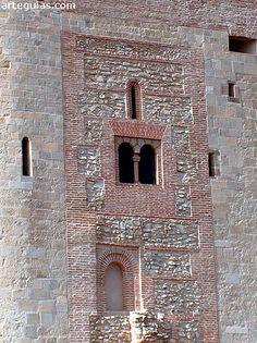 Castillo de Arévalo: fachada mudéjar