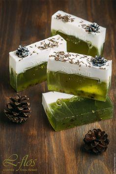 """Купить Мыло """"Снежная ель"""" ручной работы - зеленый, мыло ручной работы, мыло натуральное"""