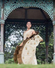 Anupama Parameswaran (aka) Anupama high quality photos stills images & pictures Photoshoot Images, Saree Photoshoot, Sonam Kapoor, Deepika Padukone, Hollywood Actress Photos, Anupama Parameswaran, Bollywood Actress Hot Photos, Tamil Actress, Indian Gowns Dresses