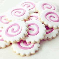 We never thought about our Naples Plaque Cookie Cutter as 🍥 but we see it now 👏🏼👏🏼👏🏼📷💖 Cute Desserts, Dessert Recipes, Icing Recipes, Bolo Do Naruto, Sugar Cookies, Cake Cookies, Owl Cookies, Cupcakes, Naruto Birthday