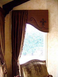 Curved cornice with nailhead trim and wood Fleur de lis applique. A side panel overlaps the cornice board. Cornice Design, Drapery Designs, Window Design, Window Cornices, Window Coverings, Window Drapes, Design Furniture, Plywood Furniture, Chair Design