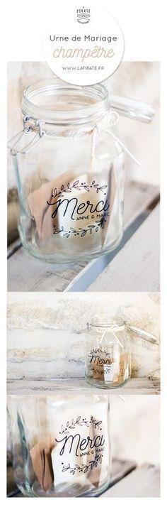 Ce joli stickers Merci sera idéal pour apporter votre touche personnelle et originale à votre urne de mariage en verre, en bois ou en métal.