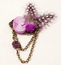 Broche vintage BIXUT - Realizado con amatista, camafeo, plumas  y piezas de metal.