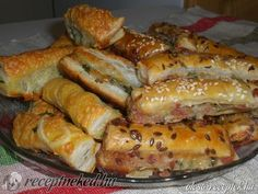 Érdekel a receptje? Kattints a képre! Hot Dog Buns, Hot Dogs, Hungarian Recipes, Hungarian Food, Bakery, Muffin, Bacon, Food And Drink, Favorite Recipes