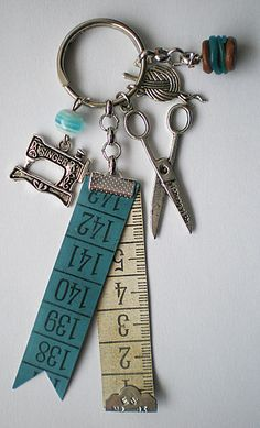 The tragedy of boredom: Hedda Gabler Le porte clef de la . - The tragedy of boredom: Hedda Gabler The porte clef de la couturière – # - Diy Keychain, Keychains, Keychain Ideas, Bijoux Diy, Sewing Accessories, Key Fobs, Key Rings, Jewelry Crafts, Sewing Crafts