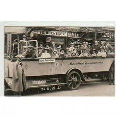 Stadtrundfahrt in Berlin vor 100 Jahren. #berlinhistory #berlinreiseführer #visitberlin #visit_berlin #berlin #berliner #berlininstagram #berlinausflug  #berolina #stadtführer #reiseführer #cityguide #berlincity #hauptstadt #reiseblogger #deutschland #germany #berlinmitte #automobile #blackandwhite #history #geschichte #kreuzberg #prenzlauerberg #travel #berlincityguide #berlincityguides