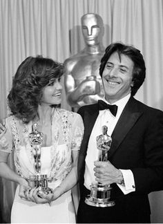 "1979 Oscar winners: Sally Field, Best Actress for ""Norma Rae' and Dustin Hoffman, Best Actor for ""Kramer vs Kramer'. Hollywood Stars, Classic Hollywood, Old Hollywood, Oscar Academy Awards, Academy Award Winners, Johnny Carson, Oscars, Best Actress Oscar, Image Film"