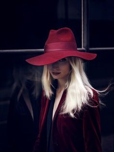I love the hat she is wearing!! burgundy big hat. Black and burgundy outfit.
