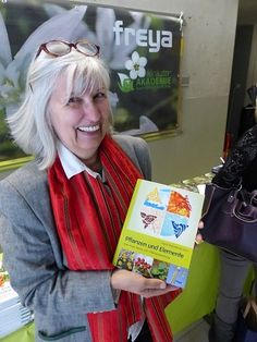 Mein zweites Buch: Pflanzen und Elemente - erschienen im Mai 2013 im Freya-Verlag, Linz Freya, Kraut, Mai, Essential Oils, Style, Fashion, Linz, Book, Plants