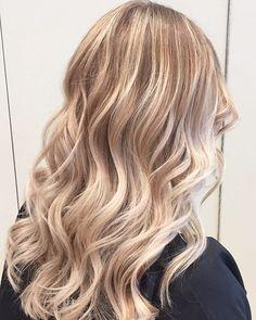 Perfect blonde Balayage @olaplex #blonde #blondebalayage #perfectblonde #olaplexblonde #toronto #torontohair #torontosalon #prettyhair #torontocolourist #torontolife #babylights #perfecthair #blondehair #beachhair #fallhair