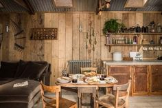 rough-luxe hideaway cabin in Cornwall, UK -Ultimate rough-luxe hideaway cabin in Cornwall, UK - Kindesign Una cabaña de cuento muy rústica Loloi Century Rug - Blue/Sand Tiny Cabins, Tiny House Cabin, Cabin Kits, Cabin Interiors, Cabin Design, House Design, Wooden House, Wooden Cottage, Cozy Cabin