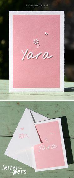 Letterpers_letterpress_geboortekaartje_Yara_simpel_bloemetje_envelop_vlinder_lief_oud_hollands_papier