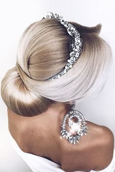 Wedding Hairstyles Updo Trendy prom hairstyles for long hair can fit any lady's taste and the desirable look. Our collection of hairstyles offers it all: they are romantic, elegant, intricate and, most importantly, super-amazing. Going Out Hairstyles, Prom Hairstyles For Long Hair, Elegant Hairstyles, Vintage Hairstyles, Up Hairstyles, Long Haircuts, Bridal Hairstyles, Medium Hairstyle, Gorgeous Hairstyles