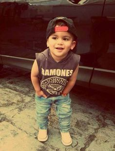 Ramones Tee, skinny jeans, converse and a SnapBack