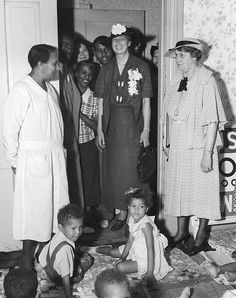 Eleanor Roosevelt visiting WPA Nursery School in Des Moines, Iowa on June 1936 Roosevelt Family, Eleanor Roosevelt, 32 President, United Nations General Assembly, Civil Rights Movement, History Class, African American History, Michelle Obama, Black History