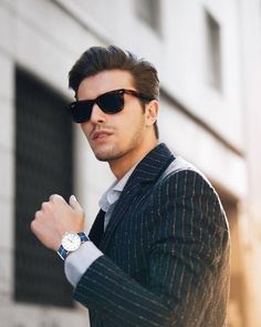 Smart Casual Outfit, Stylish Mens Outfits, Men Photoshoot, Fashion Photography Poses, Business Portrait, Portrait Poses, Man Photo, Beautiful Men, Mens Sunglasses