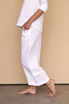 These cropped wide-leg white linen pants are simply chic and a must-have for your everyday luxe wardrobe. Fácil Blanco is proudly designed and tailored in Dubai from Italian linen. Linen Pants, Trousers Women, Wide Leg, Normcore, Fashion Outfits, Legs, Chic, Model, How To Wear