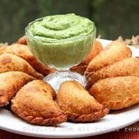 Easy recipe for choriqueso empanadas filled with chorizo and cheese, can be fried or baked. Served with a creamy avocado sauce.Easy recipe for choriqueso empanadas filled with chorizo and cheese, can be fried or baked. Served with a creamy avocado sauce. Beef Empanadas, Empanadas Recipe, Mexican Dishes, Mexican Food Recipes, Mexican Appetizers, Spanish Recipes, Mexican Cooking, Party Appetizers, Party Snacks